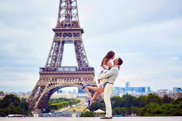 Valentine's Day 2018: 12 Romantic Photos That'll Tempt You To Visit Paris on February 14