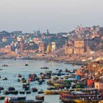 Boats on the banks of the river in Varanasi - Varanasi - Uttar-Pradesh
