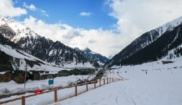 Photos of Gulmarg in April show why it is the best summer holiday destination ever!