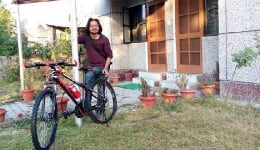 This poet on a cycling trip of Uttarakhand faced the brunt of demonetization!
