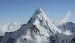 National Geographic has put up a breathtaking HD video of Everest and it will give you goosebumps!
