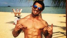 20 shirtless photos of Karan Singh Grover on a holiday are making us drool!