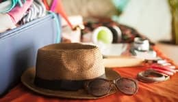 5 things to pack in your handbag while you travel by air