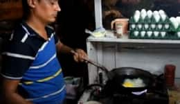 This video of the best omelette joint on the streets of Ahmedabad will make you drool!