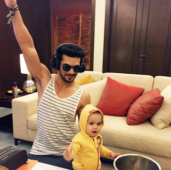 Naagin actor arjun bijlani cute pictures with his son for Ayaan indian cuisine