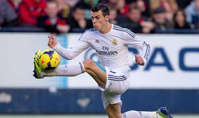 Gareth-Bale-of-Real-Madrid-CF-controls-the-ball