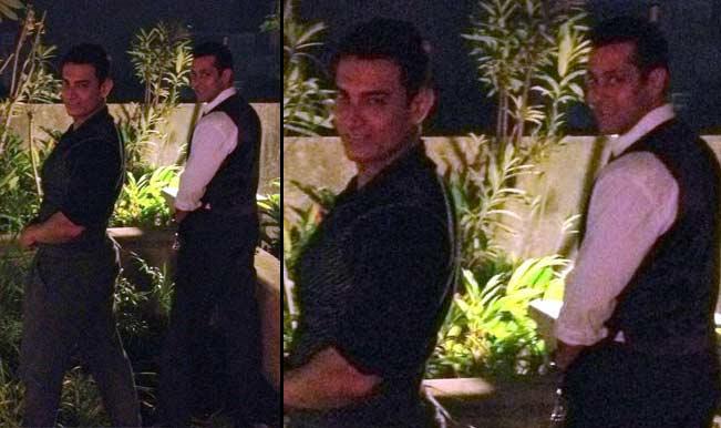 Aamir Khan and Salman Khan pee in public: Incredible India!