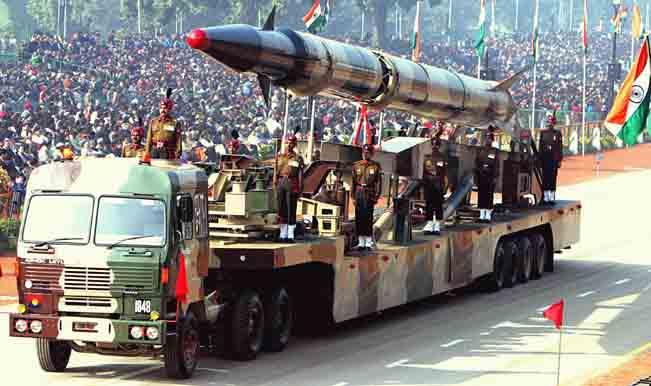 Agni-II_missile_(Republic_Day_Parade_2004).jpeg