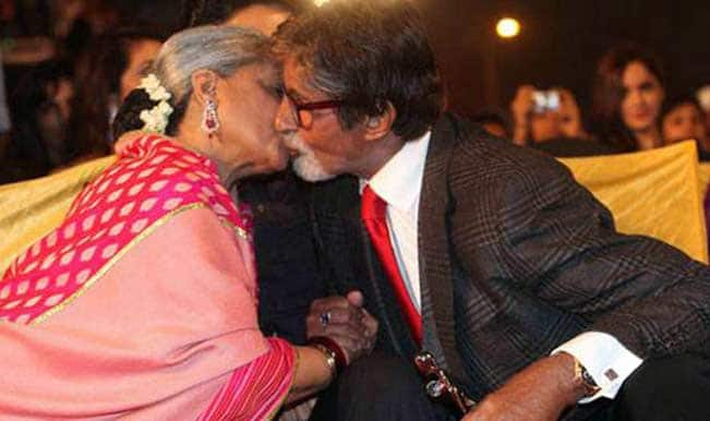 Amitabh-Bachchan-Jaya-Bachchan-kiss-Screen-Awards-2014