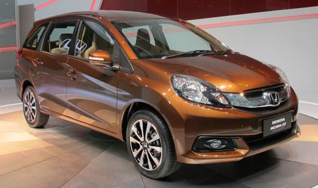 Honda-Mobilio-rear-three-quarters-