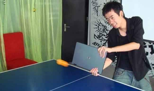 Laptop table tennis