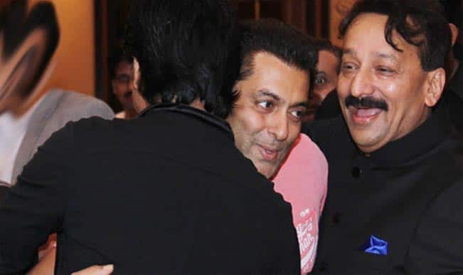 Shah-Rukh-Khan-and-Salman-Khan-iftar
