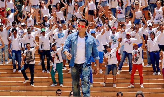 Jai Ho movie review: It's all about loving your extended family!