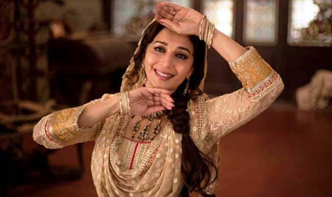 madhuri_dixit_dance_in_dedh_ishqiya-wide