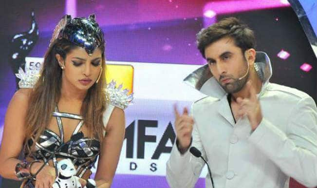 Priyanka Chopra and Ranbir Kapoor hosting Filmfare Awards 2014