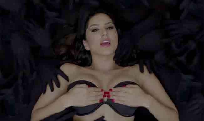 Watch sexy Sunny Leone seduce you in Baby Doll song from Ragini MMS 2