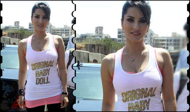 Sunny Leone at Ragini MMS 2's Auto rickshaw promotional campaigns