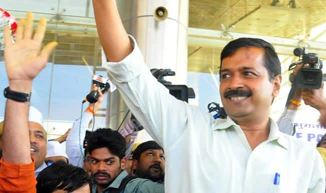 Aam-Aadmi-Party-AAP-leader-Arvind-Kejriwal-at-Sanganer-Airport