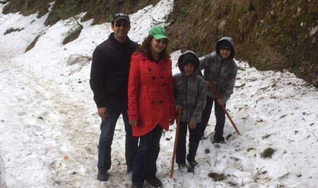 madhuri-dixit-nene-with-family in Shimla