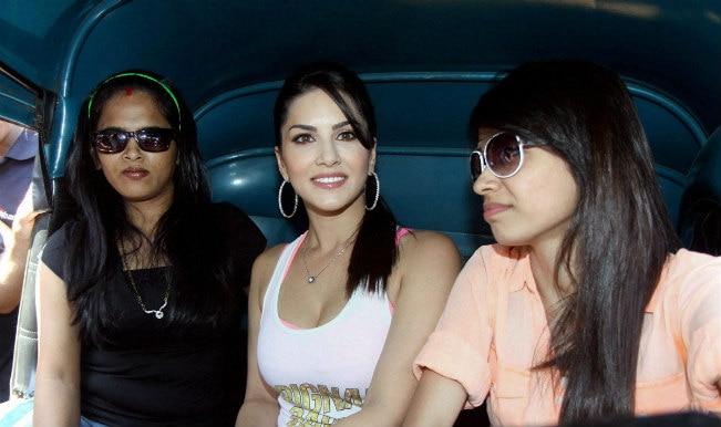 Sunny Leone manhandled while promoting 'Ragini MMS 2' in Mumbai