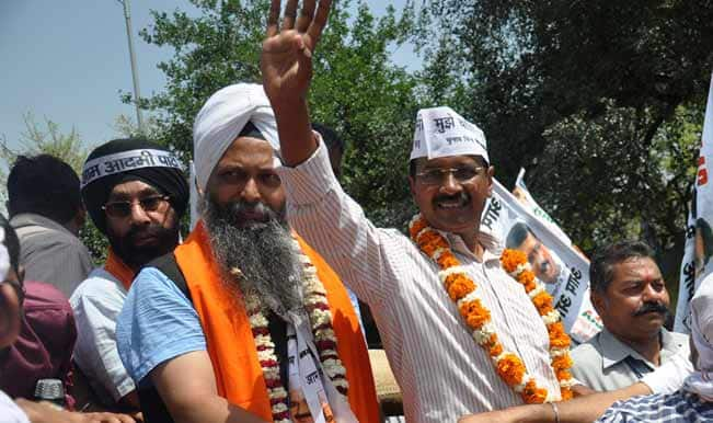 Aam-Aadmi-Party-(AAP)-leader-Arvind-Kejriwal-and-party's-candidate-for-upcoming-2014-Lok-Sabha-Election