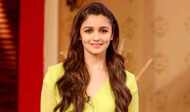 Will Alia Bhatt play the role of 'Aarti' in Chetan Bhagat's Revolution 2020 ?
