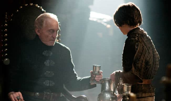Arya-and-Tywin-arya-stark-30946456-800-438