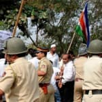 Shiv Sena and MNS activists clash outside election office