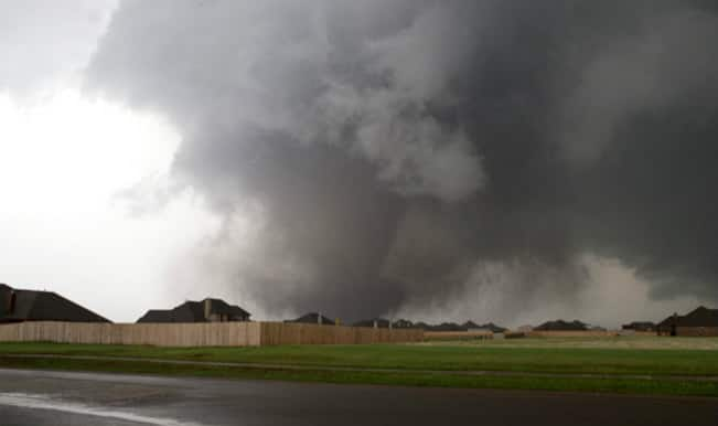At least 10 killed in powerful US tornadoes