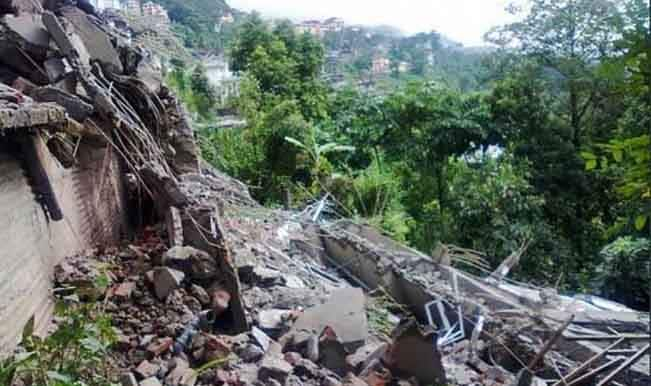 Earthquake tremors felt in many parts of India
