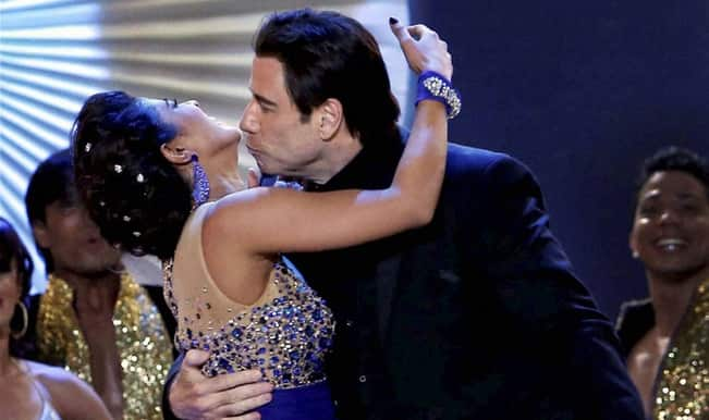 IIFA Awards 2014: Priyanka Chopra and John Travolta almost kiss after dancing to Tune Maari Entriyaan!