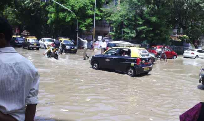 High tide causes water-logging in pre-monsoon Mumbai