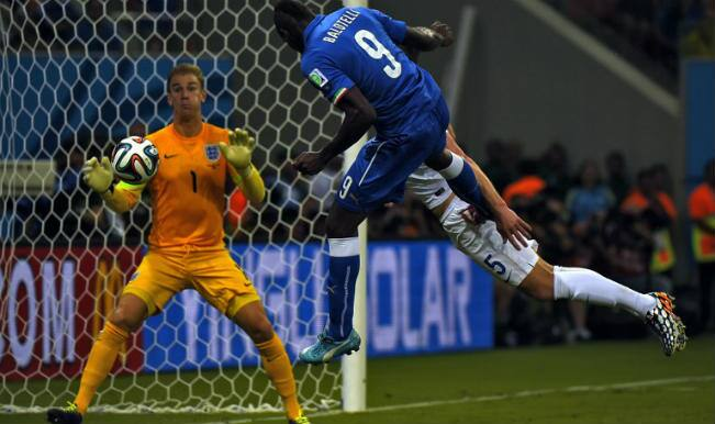 Mario Balotelli helps Italy sink England 2-1