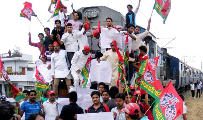 Rail Fare Hike: Many injured as Samajwadi, BJP workers clash in Lucknow