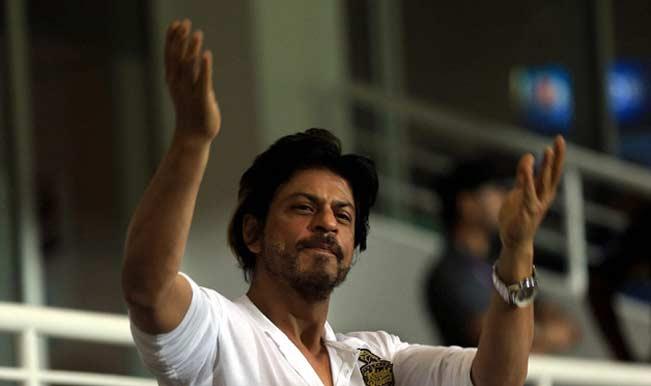 Mass euphoria outside Eden, SRK's arrival delayed
