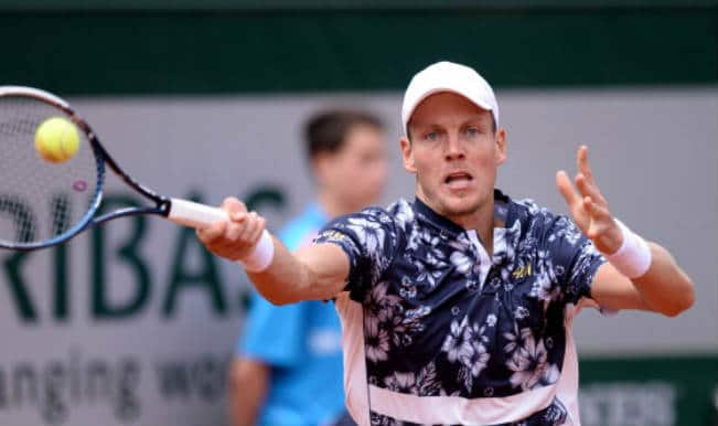 Tomas Berdych beats John Isner to reach French Open quarterfinals