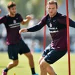 Wayne Rooney can handle the pressure, says Roy Hodgson