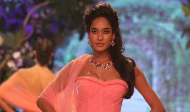 Akshay Kumar helped me to improve my Hindi: Lisa Haydon