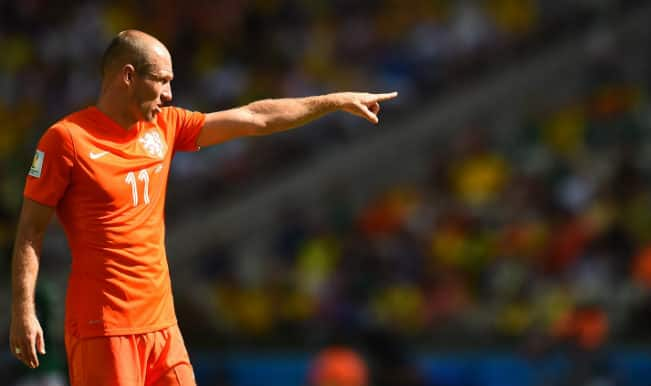 Jorge Luis Pinto says Arjen Robben should see red for diving