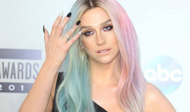 Kesha uses colour wheel to choose hair dye!