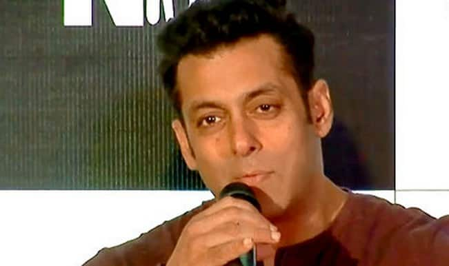Watch: Salman Khan makes fun of celebrity photographers who banned him!