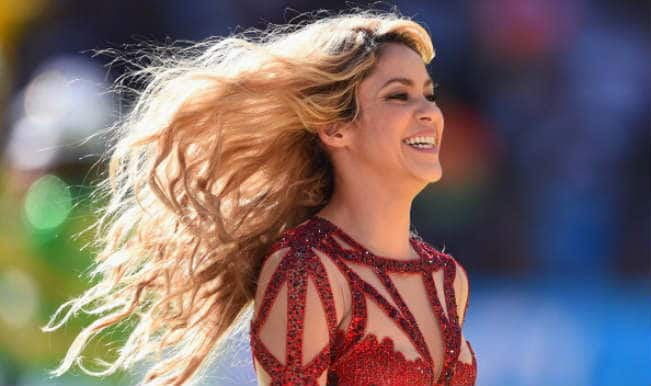 Shakira floors the crowd with 'La La La' at the World Cup 2014 closing ceremony