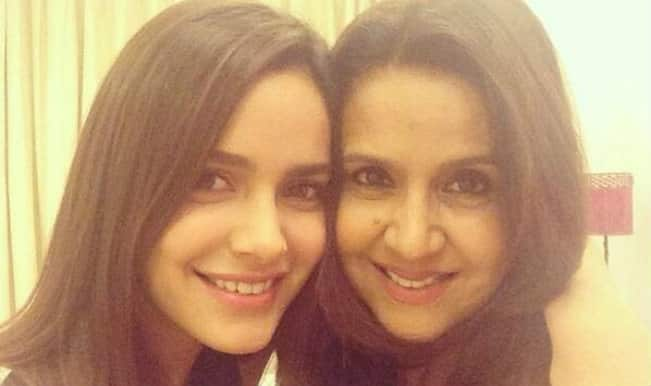 Shazahn Padamsee singing on stage with her mom!