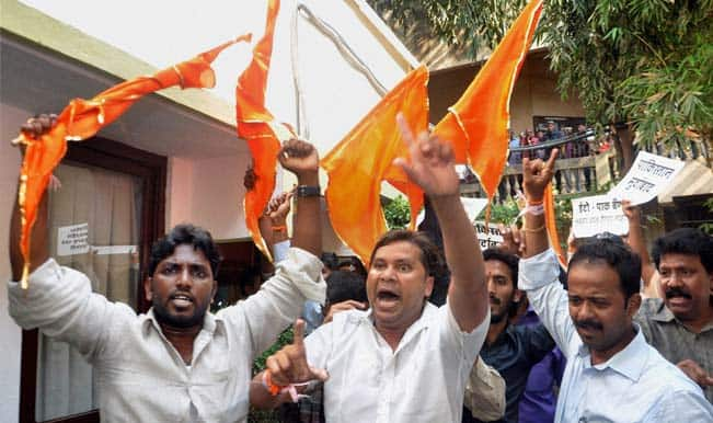Shiv Sena protests in Jammu over ceasefire violations by Pakistani troops