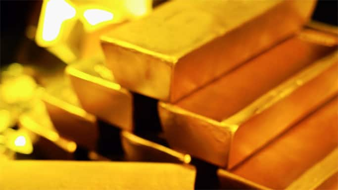 Gold prices fall by Rs 100 on weak global cues, sluggish demand