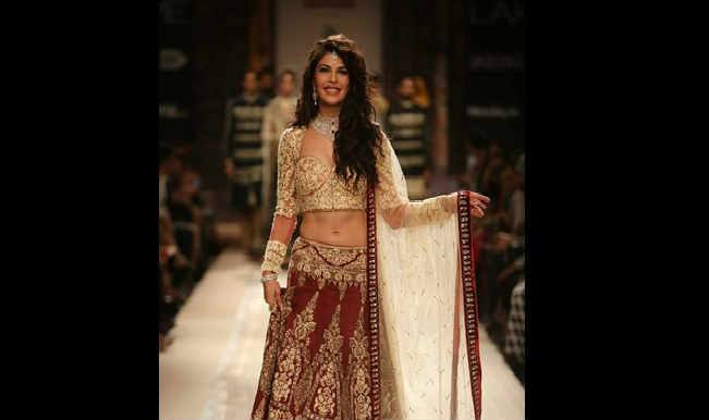 Lakme Fashion Week 2014: Jacqueline Fernandez magnanimously walks the ramp in Anju Modi creation