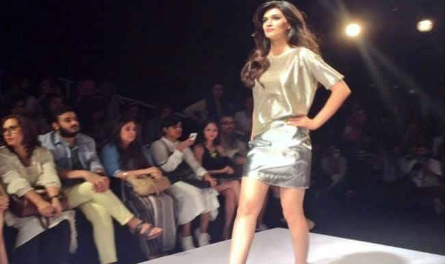 Lakme Fashion week 2014 : Kriti Sanon walks the ramp in all metallic hues
