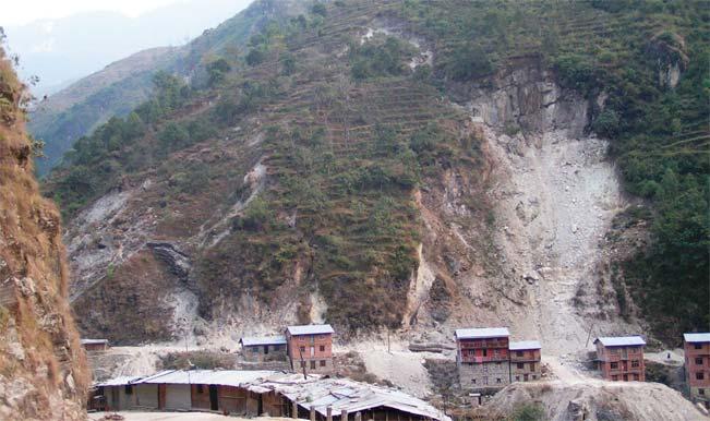 Nepal landslide kills eight, blocks river!