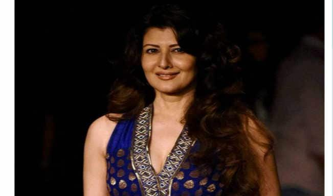 Lakme Fashion week 2014: Sangeeta Bijlani looks a total stunner in blue gown