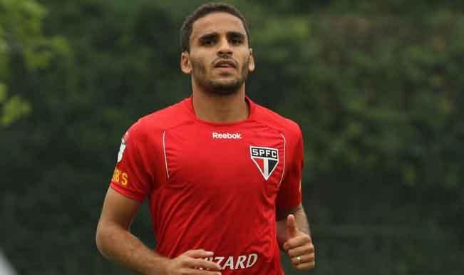 Barcelona submit bid for Sao Paulo defender Douglas